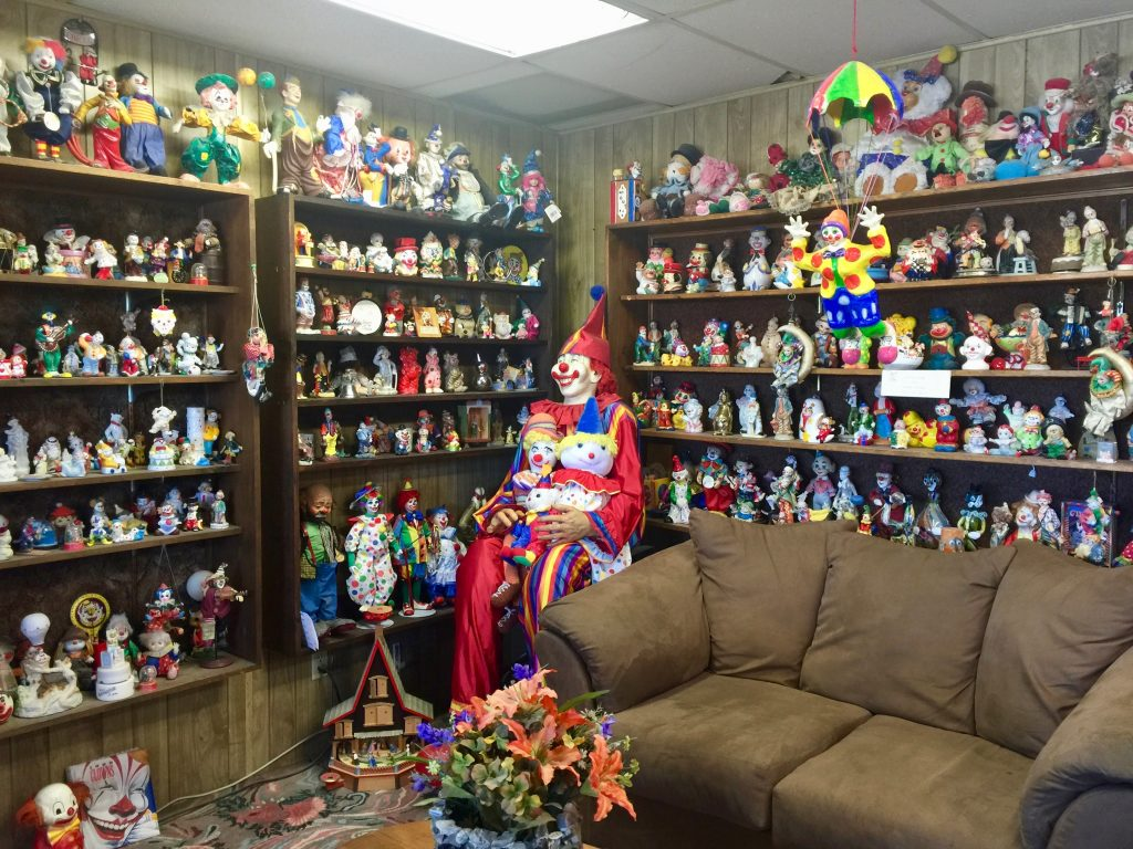 Clown Motel lobby